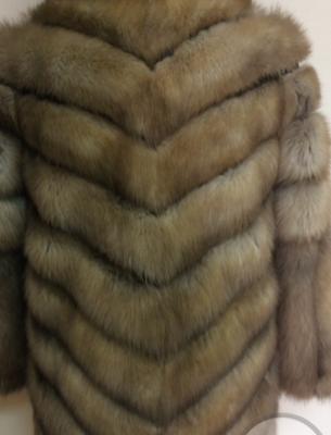 Шуба из куницы с вертикальной расшивкой - 3