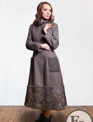 Пальто зимнее с отделкой каракулем - 1