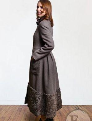 Пальто зимнее с отделкой каракулем - 3