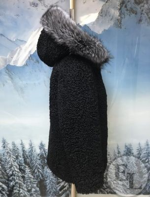 Шуба из каракуля с воротником из меха песца - 2