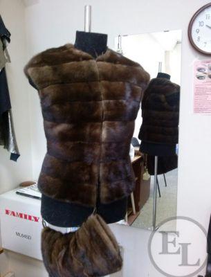 Меховой жилет и сумочка