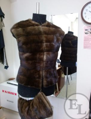 Меховой жилет и сумочка - 1