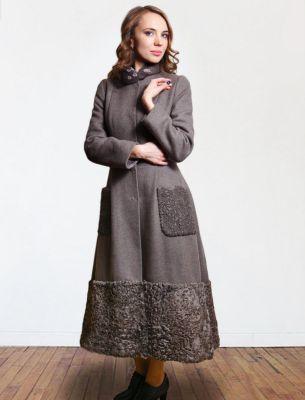 Пальто зимнее с отделкой каракулем